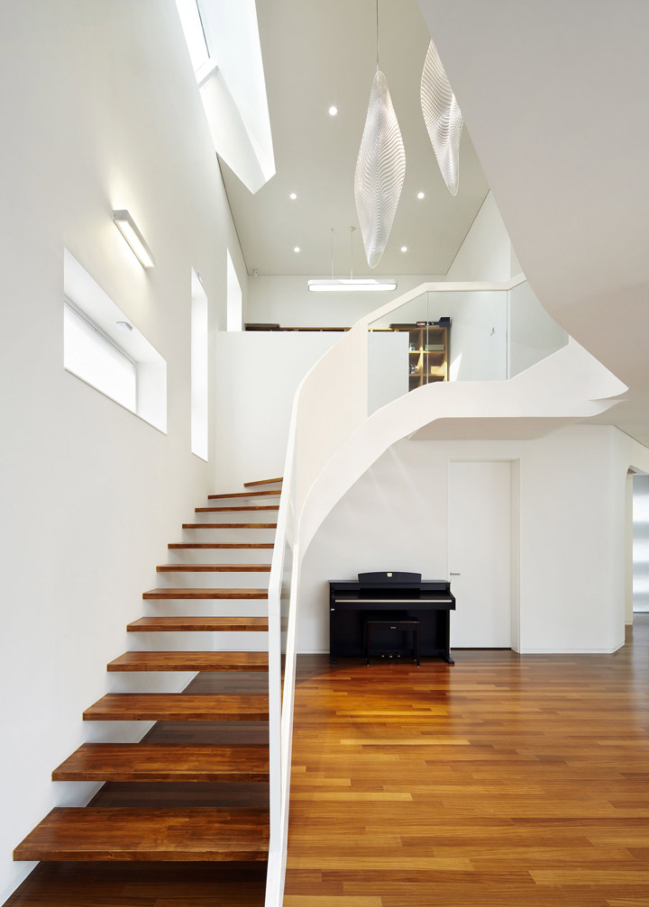 optima-stone-spb-acrylic-stone-stairs-0